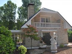 Deze woning is gelegen in een rustige en bosrijke omgeving te Essen-Wildert. De woning is omgeven door een mooi perceel dat je heel wat vrijheid en ru
