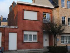 Verzorgde woning op 213 m² met 3 slaapkamers. Gelegen vlakbij de dorpskern Van Essen. Gelijkvloers: traphal ,ruime woonkamer met open inger. keuk