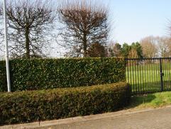 Residentiële villagrond van 1265m² voor open bebouwing. Het eigendom is volledig omheind. vg. wg. gdv. gvkr. gvv.