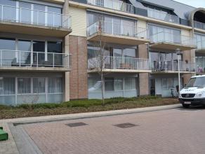 Gelijkvloers appartement in het centrum van Essen. De appartementen zijn gebouwd in 2008! Via de gezamenlijke inkomhal komen we terecht in de woonkame