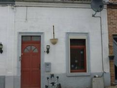 Ensemble de 2 maisons avec jardin et terrasse carrelée RC pour les 2 maisons 270 euro(s)1 Maison rénovée comprenant petit h