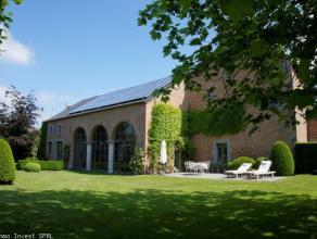 POUR INFOS ET VISITES: 0484/104.034 ou 071/19.39.41Demeure de prestige, ancienne cure d'abbaye datant du XIIIe siècle situé sur une plac