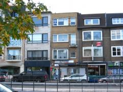 Ruim 2-slaapkamerappartement met terras op de 3e verdieping in een gebouw zonder lift. Het appartement omvat een ruime leefruimte met aangrenzende keu