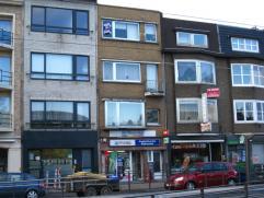 Ruim 2-slaapkamerappartement met terras op de 1e verdieping in een gebouw zonder lift. Het appartement omvat een ruime leefruimte met aangrenzende keu