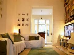 Forest: Charmant appartement 85m² au rez-de-chaussée, 1 chambre +bureau, avec véranda et cour. Salon, cuisine full-équip&eac