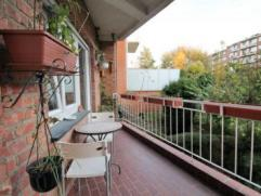 Tomberg area, near Woluwe shopping and Poseidon swimming pool: Located on the first floor with lift, bright 120m ²2bedroom apartment. Large Livin