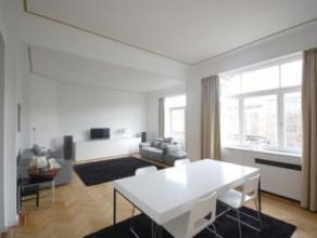 Quartier ROYAL / ART-LOI : Très bel appartement meublé avec goût situé au 5ème étage d'un immeuble de standin