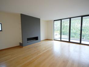 Quartier Place Constantin Meunier: Situé au 4ème étage d'un immeuble de 2005, grand Penthouse de +/-190m² avec 85m² de