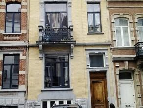 Quartier MARIE LOUISE : Maison Bourgeoise avec garage et jardin. Aménagée actuellement avec 3 appartements loués dont 2 une chamb