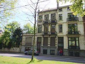 Koekelberg : face au Parc Elisabeth, Très spacieuse Maison de Maître de 1900 avec 430m² sur un terrain de 390m², avec autorisat