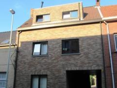Mooi dakappartement op de 2de verdieping met 2 slaapkamers en garage, nabij het centrum. Indeling: living (36 m²), terras (4 m²), ingerichte