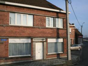 Aangename ruime te moderniseren gezinswoning met veel lichtinval. Op de eerste verdieping bevinden zich 4 ruime slaapkamers en via een vaste trap is d