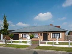 Prachtig gelegen, degelijk gebouwde en goed onderhouden bungalow met zalige tuin! Deze heerlijke zonnige woning ligt op een hoekperceel in een rustige