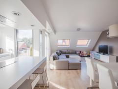 Prachtig, ruim en lichtrijk appartement met heerlijk zonnig terras, zeer vlot bereikbaar nabij R4. Deze topper heeft werkelijk alles om uw hartje te v