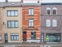 Mooie, karaktervolle woning in Gent met goede bereikbaarheid dankzij de centrale ligging. Het groot, aangenaam terras met barbecue behoort zeker tot d
