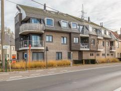 Mooi, charmant & recent appartement met twee private staanplaatsen; zeer goed gelegen in het geliefde Merelbeke! Omwille van zijn interessante pri