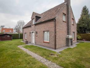 Deze charmante villa bevindt zich in een rustige buurt te Lovendegem, met vlotte verbinding naar Gent en Eeklo via de Grote baan. Deze unieke, volledi