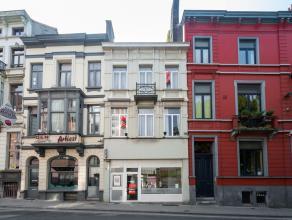 Dit imposante herenhuis ligt vlak bij de coupure en slechts 200 m van de Veldstraat. Zowel de handelszaak als het woongedeelte zijn in uitmuntende sta