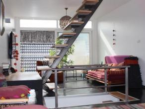 Absolute aanrader voor starters! Volledig gemeubelde woning met 2 aangename terrasjes nabij het centrum van Gent. Deze leuke, energiezuinige woonst be