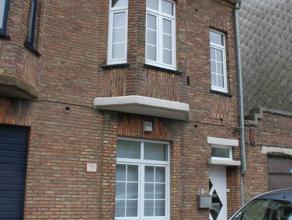 Nabij het station van Zeebrugge dorp bieden wij een gemeubeld duplex appartement te huur aan. Beschikbaar voor korte duur. indeling: inkomhall, trappe