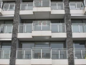 Op de tweede verdieping van de residentie New Large verhuren wij een appartement met prachtige uitzicht over de havengeul. Het appartement beschikt ov