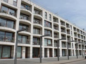 Een mooi gerieflijk gelijkvloersappartement te huur met mooi uitzicht op de jachthaven. Het pand bestaat uit een inkom, woonkamer, open keuken, bergin