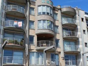 In de residentie Sagres verhuren wij op de derde verdieping een zeer ruim appartement van 125m² met een zuid-gericht terras met uitzicht op de ja