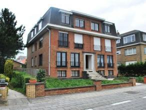 In deze stijlvolle residentie verhuren wij een gerenoveerd appartement met volgende indeling: woonkamer, ingerichte keuken, badkamer (voorzien van dou