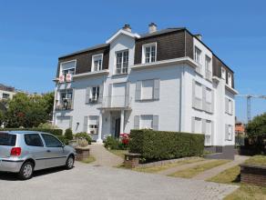 Dit zeer charmante ruime appartement is gelegen tegen de zeedijk van Zeebrugge op een uiterst rustige ligging en op enkele stappen van het strand. Doo