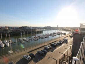Zeer goed gelegen penthouse aan de Rederskaai met grote terrassen aan de voor en achterzijde van het appartement en uitzichten over de gehele haven va