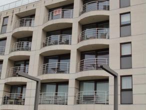 Ruim twee slaapkamer appartement met prachtig uitzicht op de zeilboten. Indeling: inkomhall, woonkamer, ingerichte keuken, gastentoilet, berging, twee