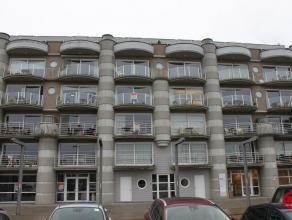 Met de neus op de zeilboten, Zuid gericht. Fraai twee slaapkamer appartement op een derde verdieping. Indeling: inkomhall, woonkamer, terras, ingerich