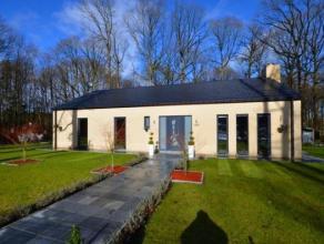Une superbe villa de plain pied (construction de 2011) en excellent état, située à la campagne, composée d'un hall, wc ind