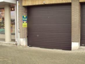Overdekte autostandplaats nabij de winkelstraat en Markt van Deinze. Huurprijs te vermeerderen met 10 euro/jaar vast kosten. Res. Brielpoort 30 EUR