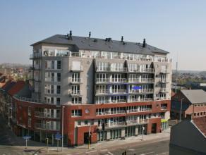Centraal gelegen appartement bestaande uit inkomhal, lichtrijke leefruimte, open ingerichte keuken met toestellen, berging, nachthal, 3 slaapkamers, b