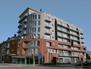 Appartement met 1 slaapkamer bestaande uit inkomhal, leefruimte, open ingerichte keuken met toestellen, berging met aansluiting wasmachine, badkamer m