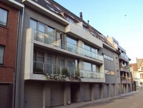 Recent appartement met 1 slaapkamer bestaande uit inkom met vestiairekast, lichtrijke leefruimte, open ingerichte keuken, bergruimte met aansluiting w