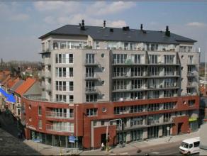 Ruim appartement met garage bestaande uit inkomhal, ruime leefruimte, open ingerichte keuken, bergruimte, 2 slaapkamers, badkamer, apart toilet, terra
