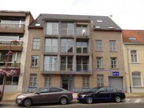 Gezellig gelijkvloers appartement met ruim terras bestaande uit inkomhal, leefruimte met open keuken, berging met aansluiting wasmachine, 1 slaapkamer