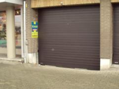 Overdekte autostandplaats nabij de winkelstraat en Markt van Deinze. Huurprijs te vermeerderen met 10 euro/jaar vast kosten. Res. Brielpoort 40 EUR