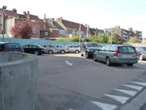 Parkeerplaats nummer 29 Bovengrondse autostandplaats op afgesloten parking. Waarborg badge slagboom 25 EUR. Gentstraat 70 P29 9800 Deinze Garagecomple