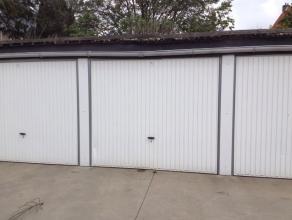 Afmetingen van de garage: 2,5 meter breed, 2,2 meter hoog en 5,5 meter lang. 60 euro per maand, flexibele huurcontracten. Goede centrumligging.