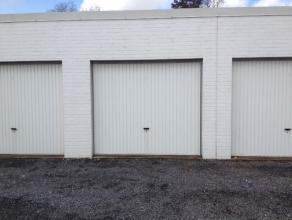 Ruim en onderhouden garagebox in centrum van Gistel met elektriciteit en licht. Ook is er plaats genoeg om makkelijk te manoevreren. Huurprijs 60 euro