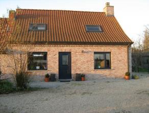 Bezoek de heropgebouwde landelijke woning met nieuwe garage/loods. Opgericht in 2006 met duurzame bouwmaterialen enmet energiezuinig karakter va