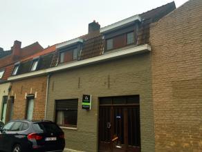 Deze ruime te renoveren woning te Wevelgem heeft veel potentieel. De woning beschikt over een garage, eetplaats, zithoek, keuken, badkamer en toilet
