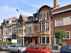 Deze goed onderhouden en authentieke herenwoning dateert van ca. 1928. Het huis is gelegen op een perceel van 263m² en is zuid/oost georiënt