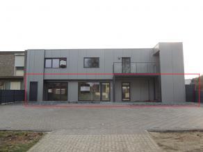 Nieuwbouw gelijkvloers appartement op wandelafstand van het centrum van Hechtel.Het appartement omvat een inkomhal, gastentoilet, woonkame