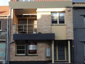 Appartementencomplex bestaande uit 2 ruime appartementen in het geheel aangeboden pal in het centrum van Peer.Deze residentie bestaat uit 2 volledig a