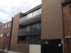 Dit luxe-appartement is gelegen in hartje Hasselt op wandelafstand van de terrasjes, cafés en restaurants.Ondanks de centrale ligging kan