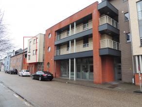 Ruime, instapklare duplex in het centrum van Hechtel.Deze bestaat uit een inkomhal, gastentoilet, berging, grote woonkamer met open keuken